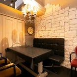 落ち着いた雰囲気でまったりと語り合える個室を完備