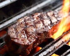 豪快にお肉やシーフードを炭火焼きで