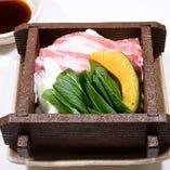 季節野菜とホエー豚の蒸し物