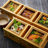 旬の食材を使った色鮮やかなセイロ飯は、季節限定メニューも