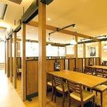 テラスの眺望を見ながらお食事!総席数144席の広々ゆったり席。