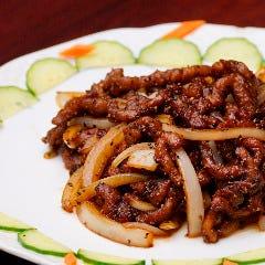 牛肉と玉葱の黒胡椒炒め