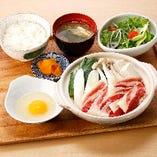 〈2〉B:牛すきうどん鍋定食