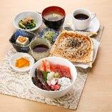 五穀と青菜ご飯の海鮮丼とそば和膳