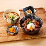 〈4〉A:焼き鳥丼とたぬきうどん定食