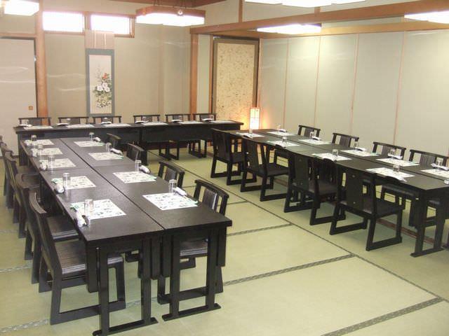 テーブル席・完全個室(壁・扉あり)・12名様~70名様
