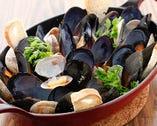 【愛知県産ムール貝の白ワイン蒸し】プリップリのムール貝、人気の秘密は残ったスープで作るパスタ