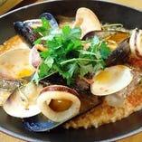 真鯛といろいろ魚介のトマト煮