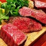 黒毛和牛イチボ肉のビステッカ ぜひレアで食べていただきたい!