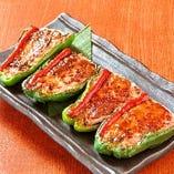 鶏ミンチを使ったピーマン肉詰めは大人気です。
