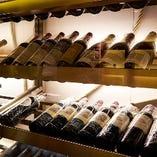 厳選したワインを取り揃えております。