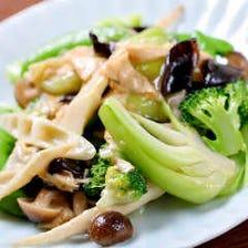 青野菜と京湯葉のあっさり塩炒め