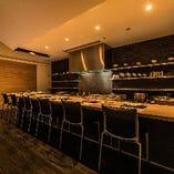鮨職人の技とダイナミックな調理が愉しめるカウンター席