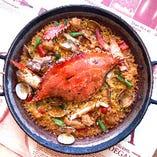 「渡り蟹と生ウニのパエリャ」が楽しめるコースも◎