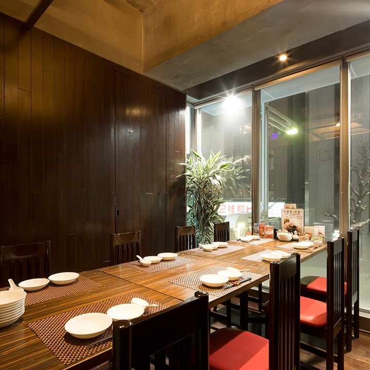 テーブル席・完全個室(壁・扉あり)・5名様~8名様