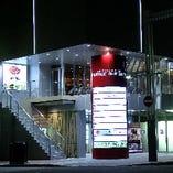 【外観】 すすきの駅4分・豊水すすきの駅2分の好立地・高層ビル2Fのガラス張の店内
