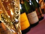 記念日はワインで乾杯!お好みの品を従業員がお選び致します。