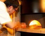 石窯で焼く本格ナポリピッツァ。マルゲリータピッツァ等。