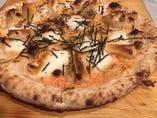 明太子ともちのピザ。定番のピザ以外にも創作ピザラインナップしております。