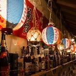 沖縄の雰囲気満点の店内