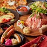 シュマッツの人気&名物料理が集結した「シュマッツコース」。ドイツソーセージにシュニッツェル、マーク家に伝わる伝統レシピのザワークラウトサラダなど、ボリューム満点の6品コースです。