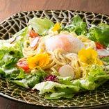 ちゃんぽん麺と新鮮やさいのサラダ