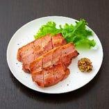 ベーコンの黒胡椒焼き(2本)