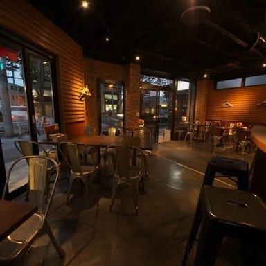 炭火焼ワインバル Lom  店内の画像
