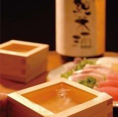 串焼き片手に日本酒!利き酒を楽しむ