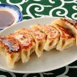 悟空の餃子は他店はちょっと違う!酢&白胡椒で食べる新スタイル