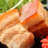 アグー品種の「山原豚」脂のうま味が絶品です。写真はらふてー。