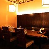 人数やシーンに合わせてご利用頂けるテーブル席もご用意。