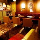 2階 テーブル席【1~15名様】夜はディスコティックな雰囲気で乾杯!