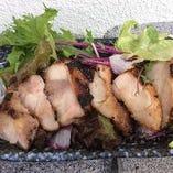 鶏モモの醤油麹焼  サラダ盛り