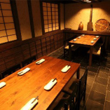 テーブルのお席は、最大12名様までご案内できます。