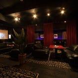大型TVスクリーン完備 ワンフロアで100名様以上収容可能