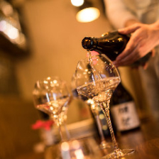 """ワイングラスで""""日本酒女子会""""♪"""