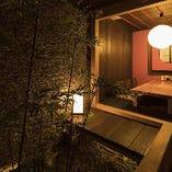 軒先から日本庭園が覗く純和風の完全個室