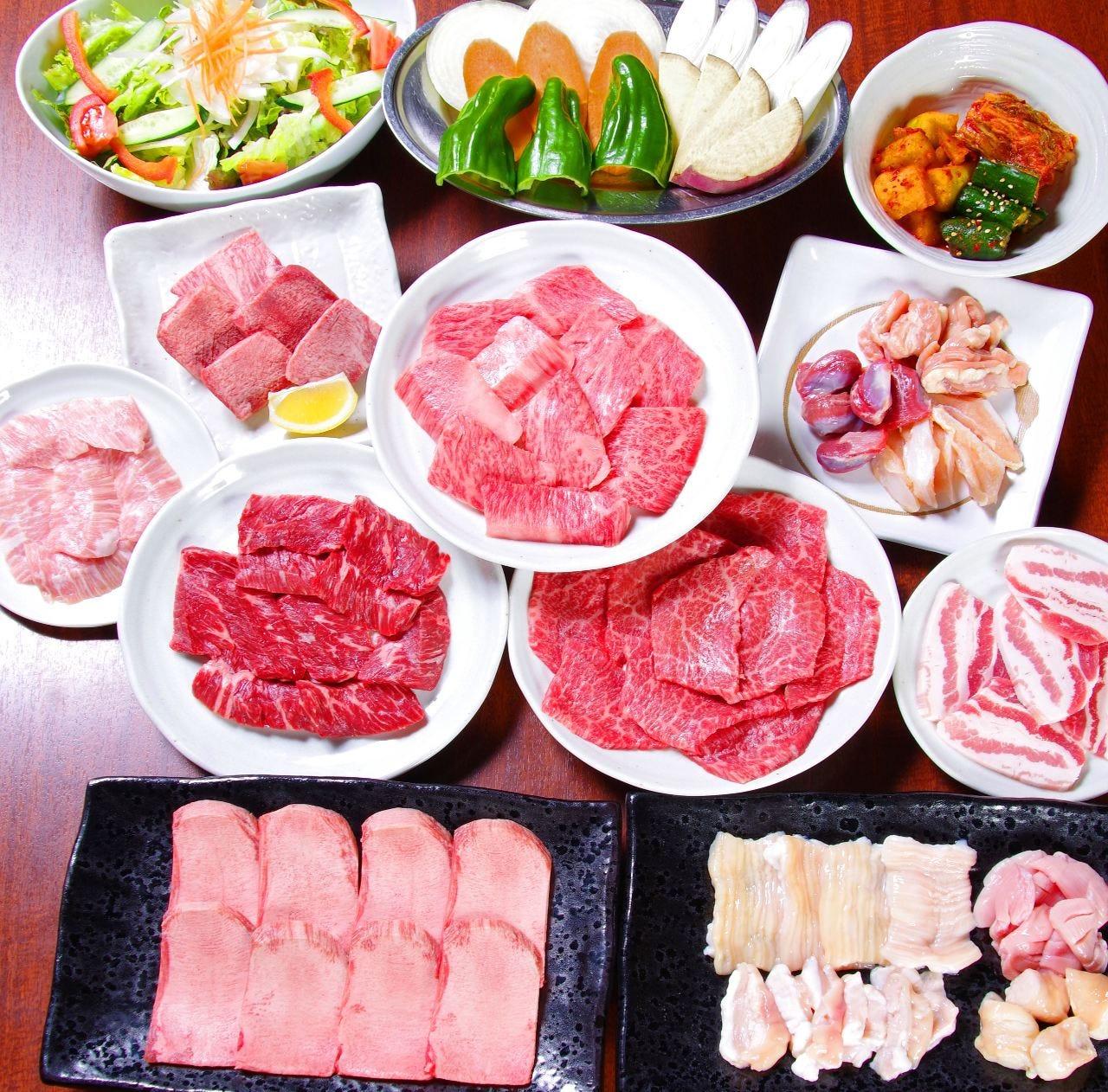 """◆金~日・祝前・祝/5名様~◆『定番コース』◆人気NO.1""""極みタン塩""""・鶏&豚&ホルモン他《全17品》2h飲放付"""