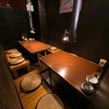 ゆったりテーブル席は4名様席、6名様席をご用意。