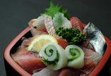 地魚丼 2,200円   (税込2,420円)