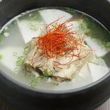 じっくり煮込んだ風味豊かなテールスープ