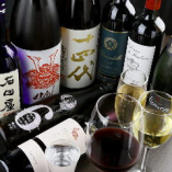ソムリエ厳選のワインとこだわりの日本酒など、種類豊富に取り揃えております
