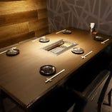 ゆったりとしたテーブル席で、山形牛の絶品焼肉を心ゆくまでお楽しみください