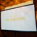 大型スクリーン&プロジェクター、マイク2本、音響システムが無料でご利用可能