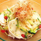 大根と梅肉のサラダ