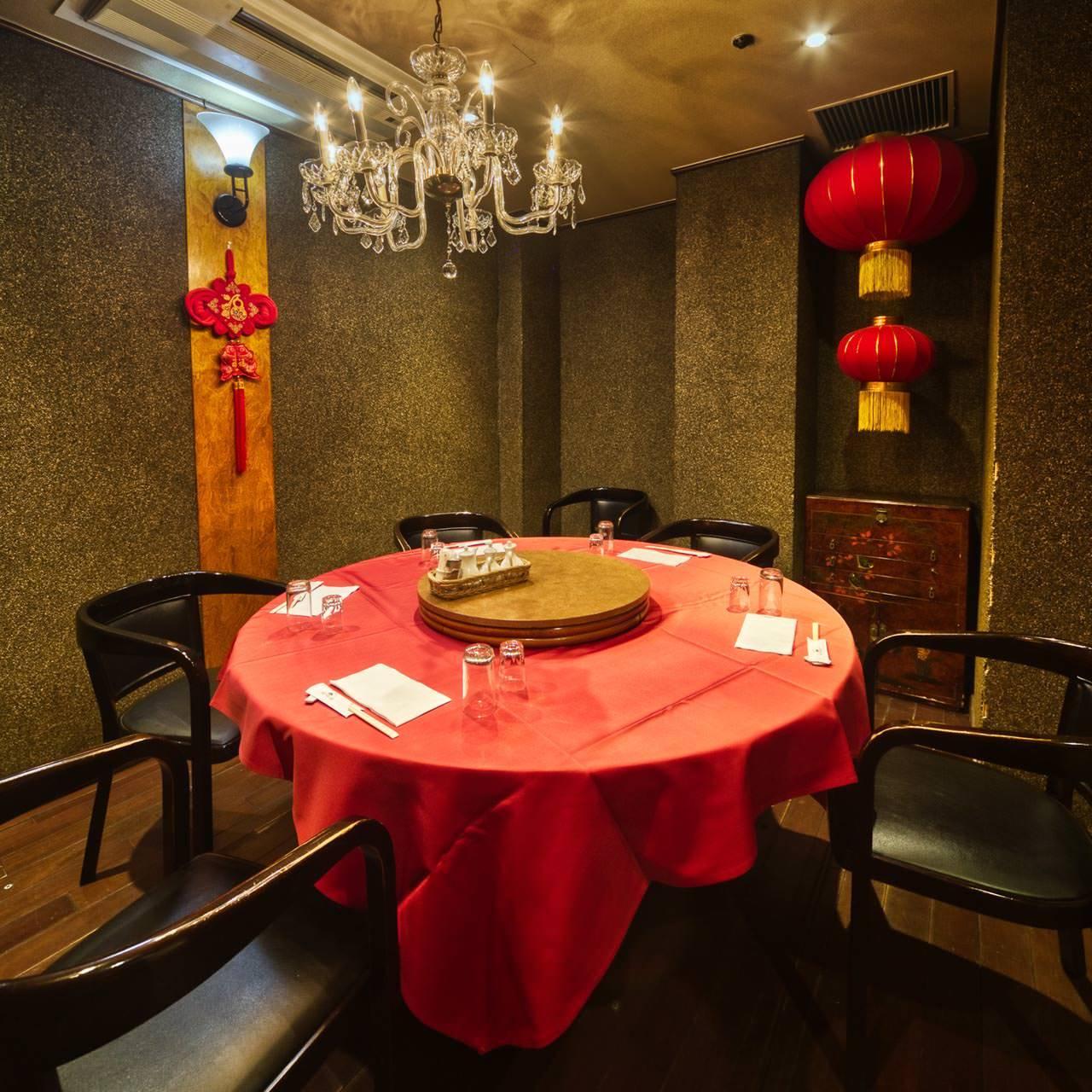 大円卓で楽しむ中国様式の美個室空間