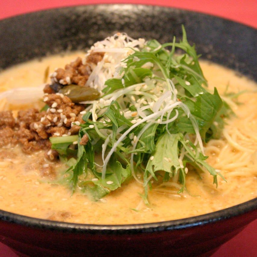 ランチは人気の「担々麺元味・新味」をお得に味わえる!