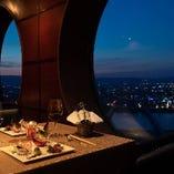 徐々に外の光が写り変わっていく風景と共に、本格広東料理をお楽しみください。