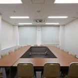 ■中会議室(40㎡) ~理事会、評議員会でのご利用に~